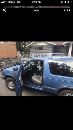1989 Chevy s10 blazer trade for a small truck or shoot a offer for Sale in Lakewood, WA
