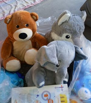 BAG OF BRAND NEW TEDDY BEAR TYPE STUFFED ANIMALS for Sale in North Las Vegas, NV
