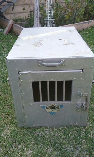 Vintage United Airlines pet carrier price is firm no lowballers please no trades for Sale in Fontana, CA