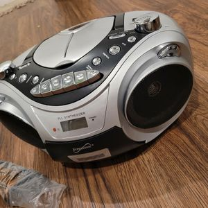 1.6 out of 5 stars2Reviews Supersonic CD MP3 Bluetooth AM FM Boombox Red (Each), Silver (SC-739BTSILVER) for Sale in Las Vegas, NV