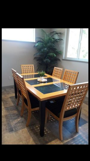 Dining Room Table/China Hutch for Sale in Lynnwood, WA