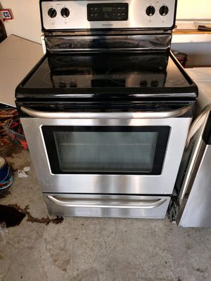 Slightly Used Frigidaire stove for Sale in Sanford, NC