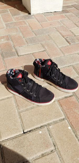 UGG Casual Sneakers for Boys size 6 for Sale in Pembroke Pines, FL
