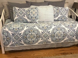 Daybed With Trundle for Sale in South Hill,  WA