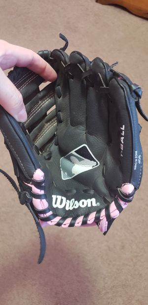 Softball glove for Sale in Adelanto, CA