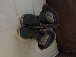 Girls snow boots size 27 for Sale in Montclair, CA