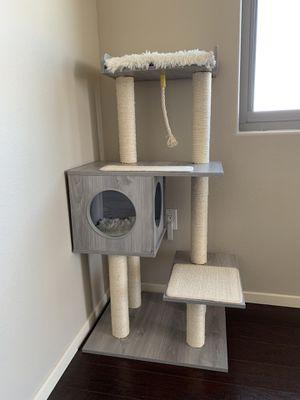New Modern Cat Tree - no carpet for Sale in Las Vegas, NV