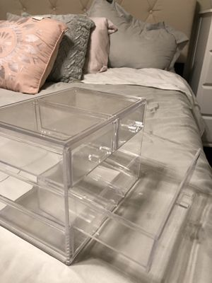 Acrylic makeup organizer for Sale in Woodbridge, VA