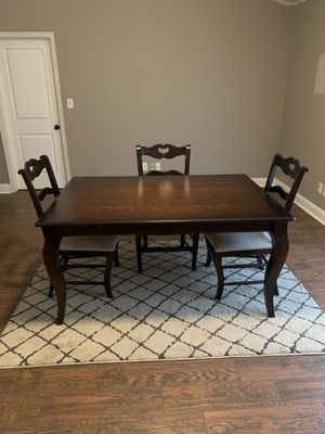 Bassett Furniture Dining Table and Chairs for Sale in Pensacola, FL