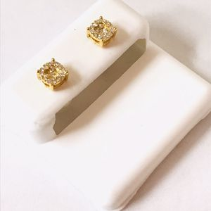 10Kt Gold and Diamond earrings of 0.25CT available on special offer for Sale in Indianapolis, IN