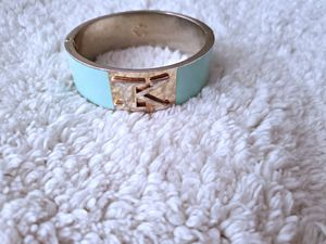 FAIRLY NEW C WONDER BANGLE IN TIFFANY BLUE COLOR COSTUME JEWELRY for Sale in Nashville, TN
