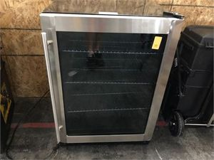 Magic Chef Beverage 23.4 in. 154 (12 oz.) Can Beverage Cooler, Stainless Steel MSRP: $439.00 for Sale in Smyrna, TN
