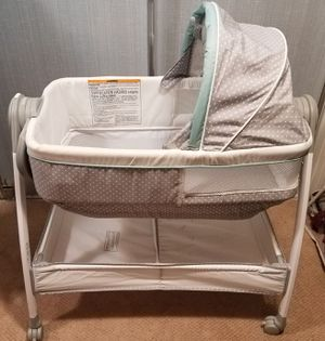 Graco bassinet for Sale in Anaheim, CA