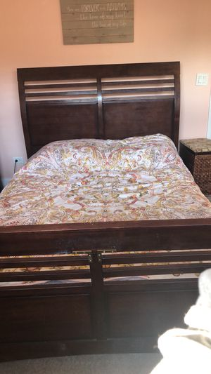 Wooden Bed frame for Sale in Chicago, IL