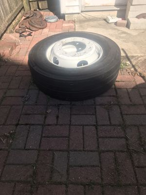 Trailer tire MICHELIN for car carrier 19.5 for Sale in Elizabeth, NJ