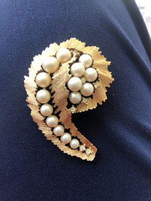 """Signed Vintage Crown Trifari Goldtone Peal Pin 2 1:8"""" for Sale in Lighthouse Point, FL"""