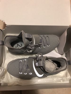 Lebron James Nikes size 10 in men for Sale in West Palm Beach, FL