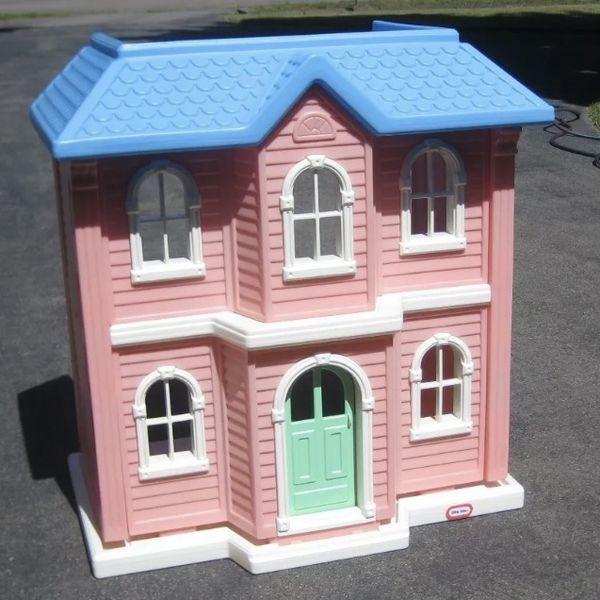 VINTAGE LITTLE TIKES BARBIE HOUSE