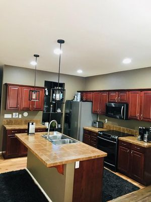 Kitchen Cabinets Excellent Condition ! for Sale in Tacoma, WA