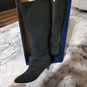 TAHARI BOOTS (BLACK SUEDE - SIZE 8.5) for Sale in San Diego, CA