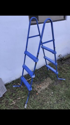 FREE Above ground Pool ladder Has some rust Needs painted for Sale in Pembroke Pines, FL
