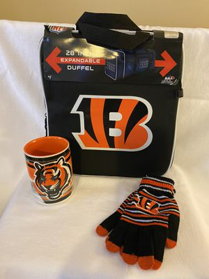 Cincinnati Bengals duffle bag coffee mug gloves for Sale in Memphis, TN
