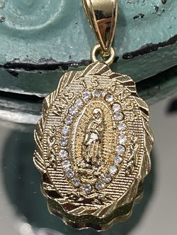 15 Anos Virgin Mary Gold Plated Oval Pendant for Sale in Nashville,  TN