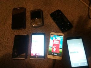 $300 (6) phones and accessories! for Sale in Grosse Pointe Farms, MI