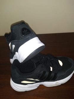 ADIDAS MENS Tennis Shoes (size 8) for Sale in Chillicothe,  IL
