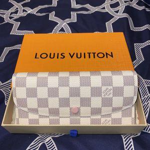 Louis Vuitton Rose Emilie Wallet for Sale in San Jacinto, CA