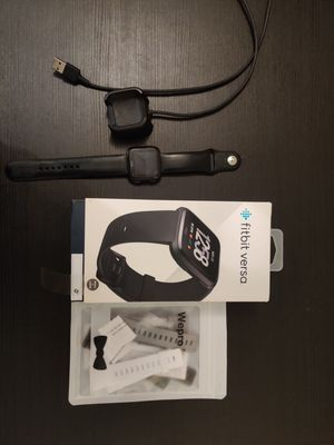 Fitbit Versa fitness Smart Watch + charger + addtional bands for Sale in Columbus, OH