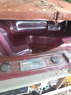 Free hot tub has at leek I don't know how to fix it free for Sale in Elgin,  IL