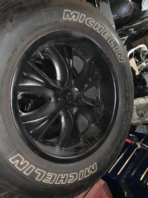 """Nice wheels 18"""" for Sale in Hemet, CA"""