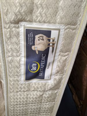 Serta Queen Mattress for Sale in Madison Heights, VA