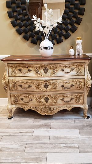 """Elegant large 50"""" Bombee Chest """"Mirror Not Included """" for Sale in Boca Raton, FL"""