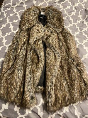 BSABLE Faux fur vest for Sale in Downey, CA