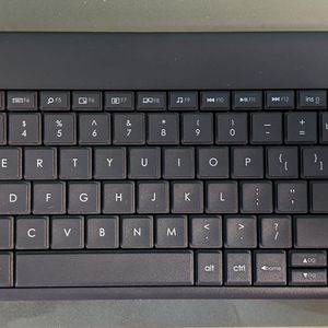Logitech K400+ Keyboard Mouse Combo Water Resistant Wireless Woth Dongle for Sale in Downers Grove, IL