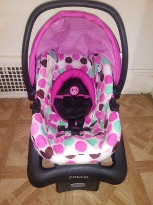 Baby car seat for Sale in Cleveland, OH