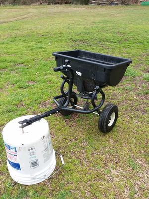Yard spreader! For seeds,, fertilize, what ever you need spreaded! Like new, asking $80 obo.. for Sale in Sophia, NC