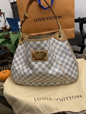 authentic Louis Vuitton gallinera purse this bag is use but still in excellent condition comes whit dust bag only MESAGE me if you interested thank y for Sale in Los Angeles, CA