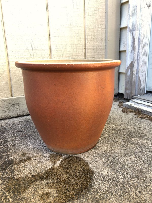 Bronze/brown ceramic planter