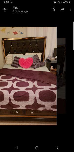 Queen bed for Sale in Manassas, VA