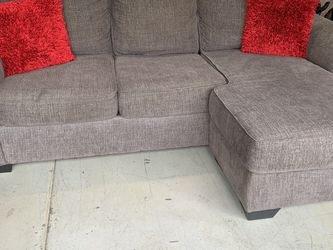 *HOT* Sectional Couch With Reversible Chaise for Sale in Redlands,  CA