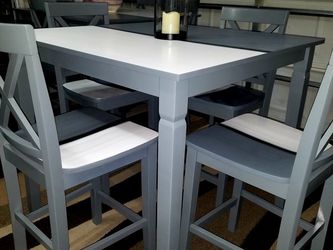 BEAUTIFUL TABLE WITH 4 CHAIRS for Sale in Las Vegas,  NV
