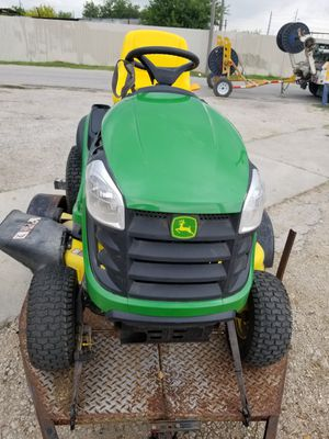 John Deere D140 lawn tractor(exceptionally low hours) for Sale in San Antonio, TX