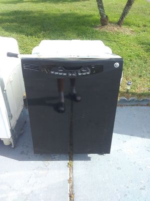 Black ge dishwasher with plastic tub in good working condition for Sale in Kissimmee, FL