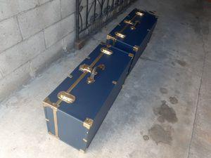 Concurse storage trunk dorli apartmen cofree table collage for Sale in Paramount, CA