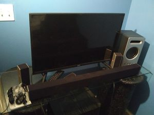 32 inch tv with Bluetooth sound bar for Sale in Cleveland, OH