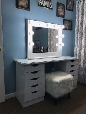 Full Makeup Vanity Mirror Set - No Stool for Sale in Las Vegas, NV