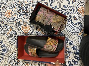 Gucci sandals 👡 and purse 👜 for Sale in The Bronx, NY